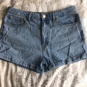 Forever 21 Light Wash Denim Shorts Size 30